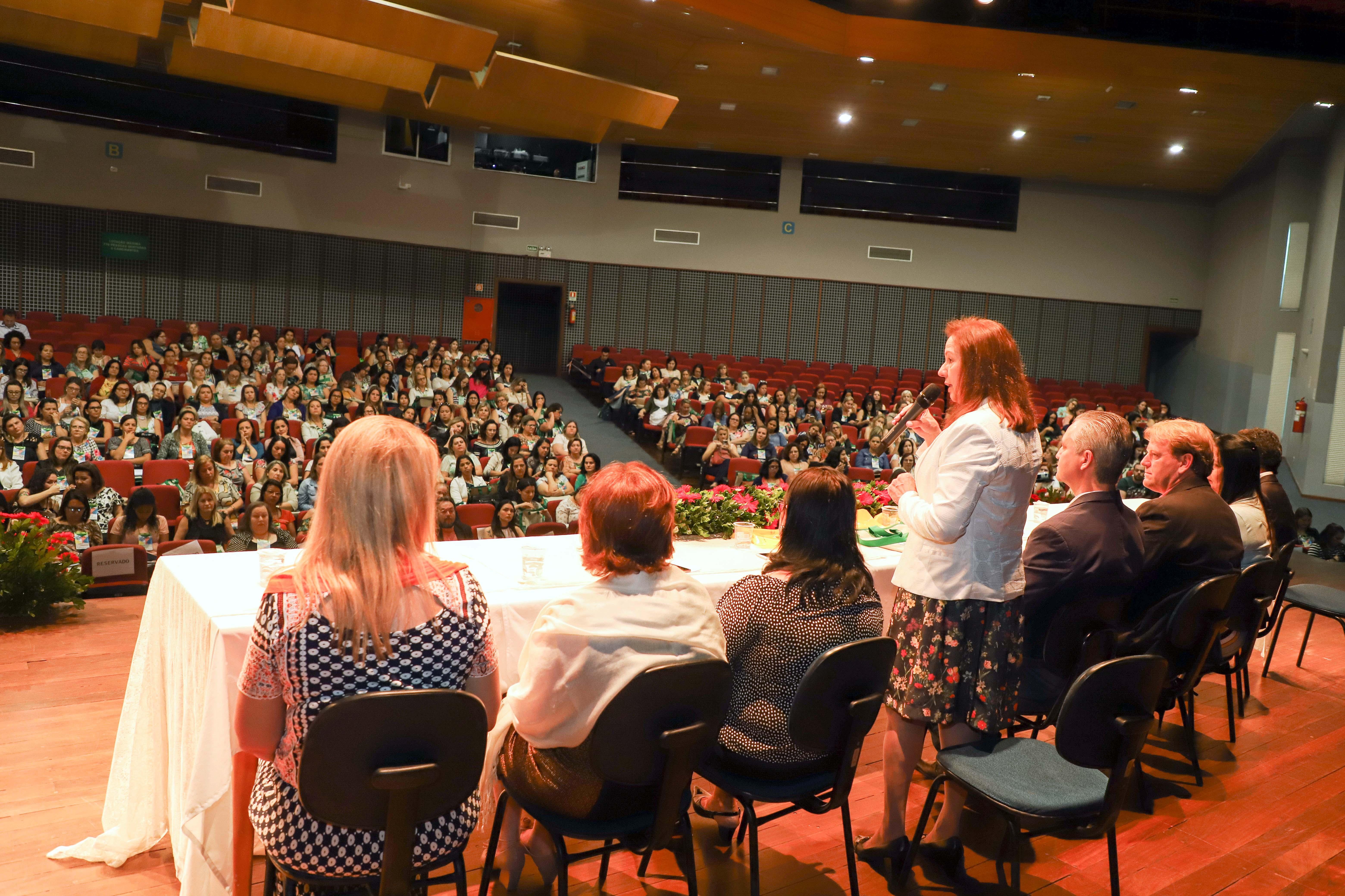 Fórum Interestadual de Educação reúne 400 professores da Região Sul do Brasil